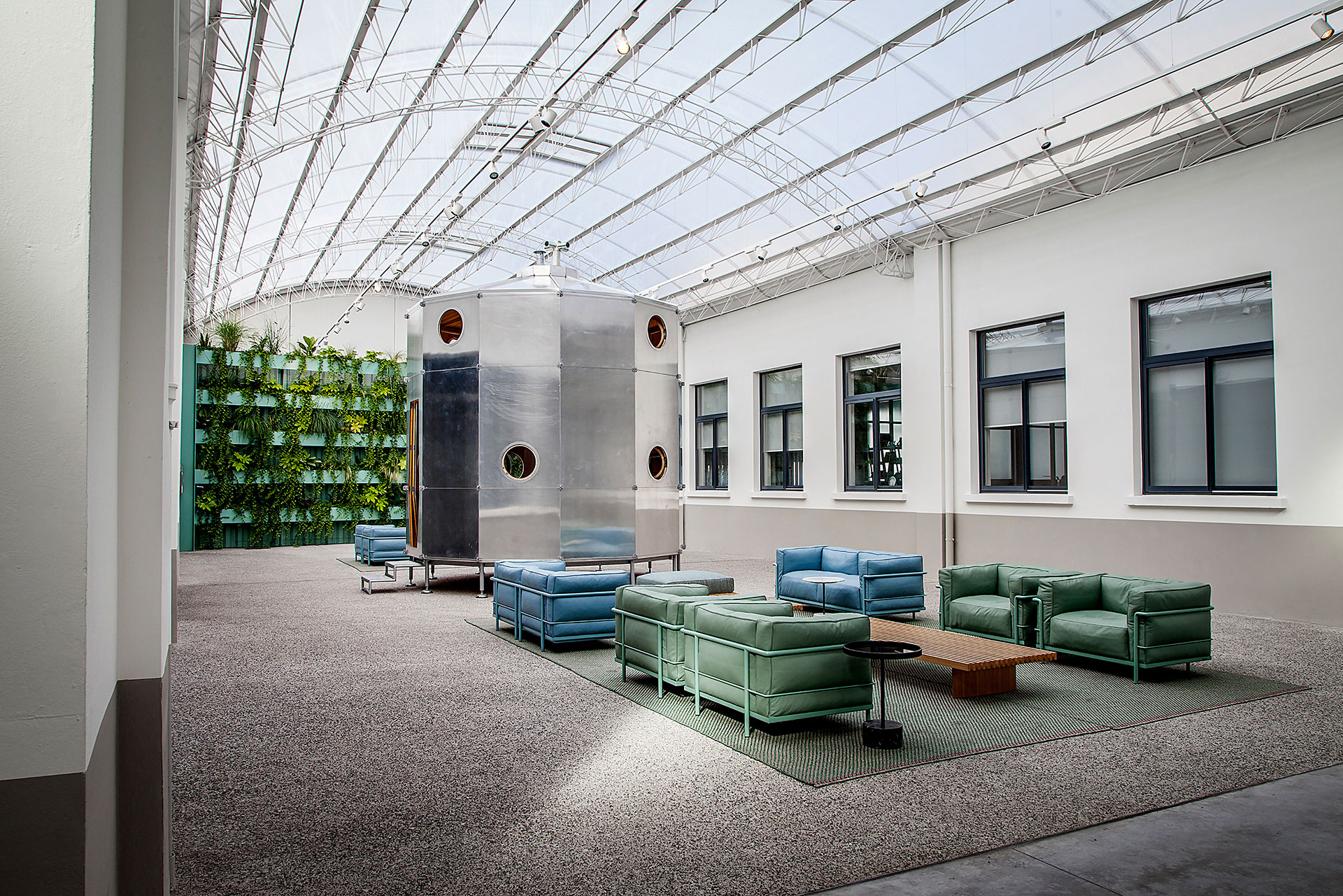 CASSINA HEADQUARTERS 7